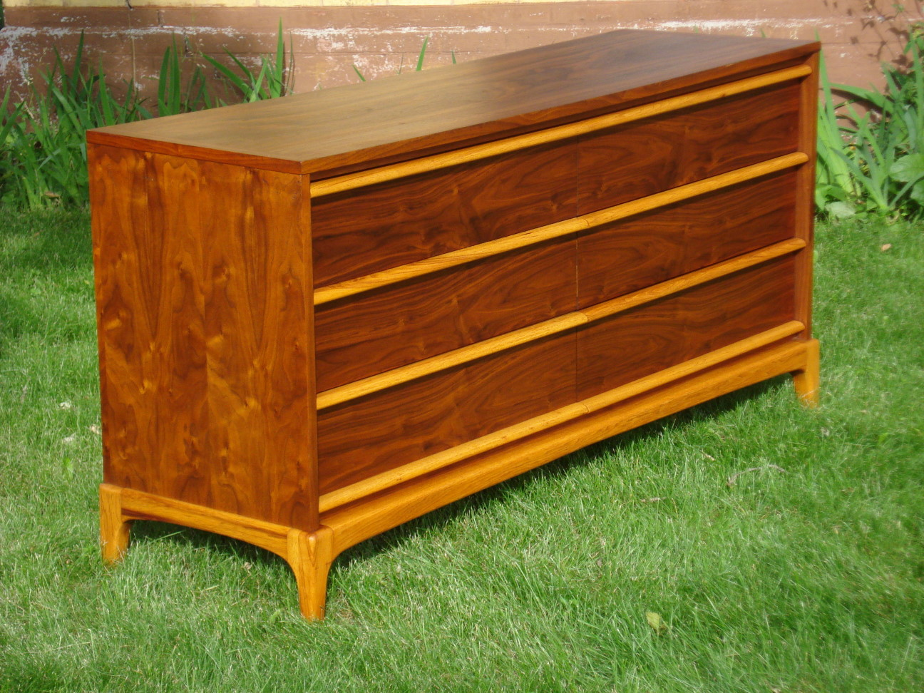Six Drawer Dresser by Lane
