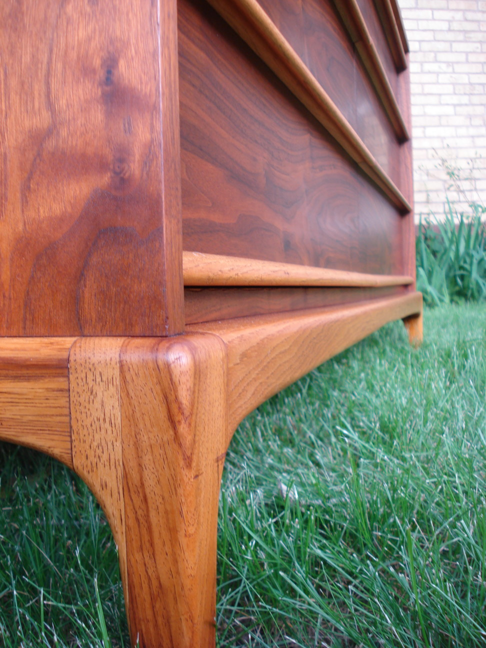 Six Drawer Dresser by Lane Leg Detail