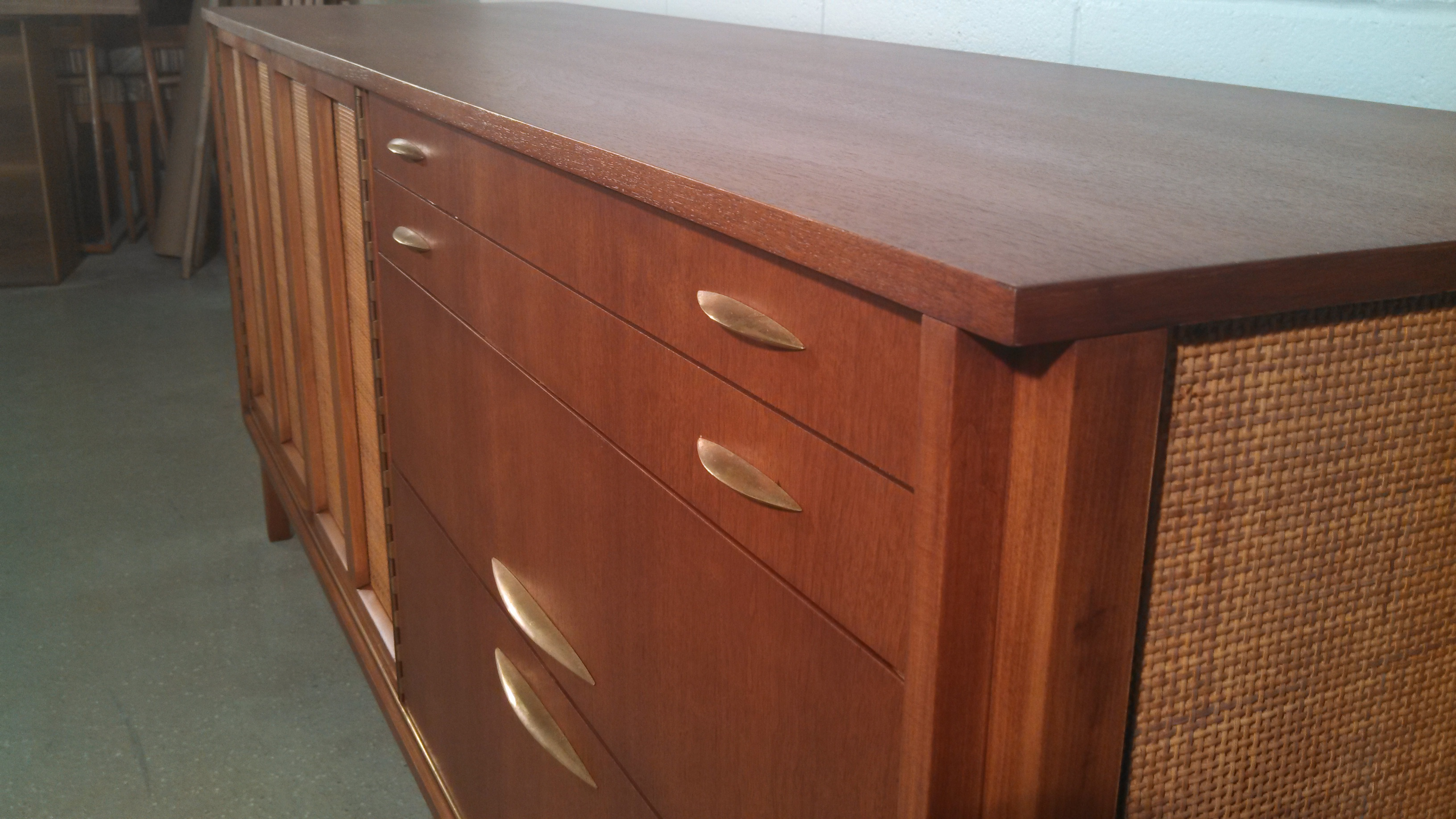 Again, the finished credenza.