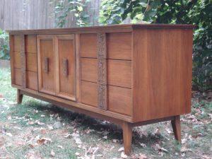 Bassett Mayan 9-drawer Dresser